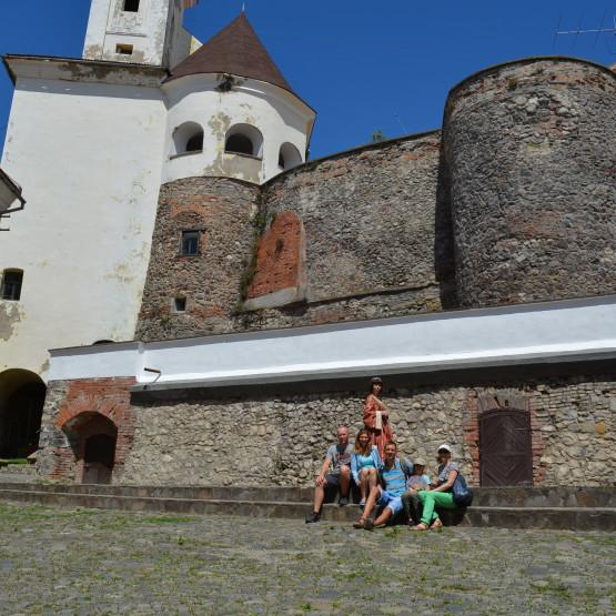Наш табір розташовано в мальовничому Мукачівському районі Закарпаття - серці історичних пам'яток України.
